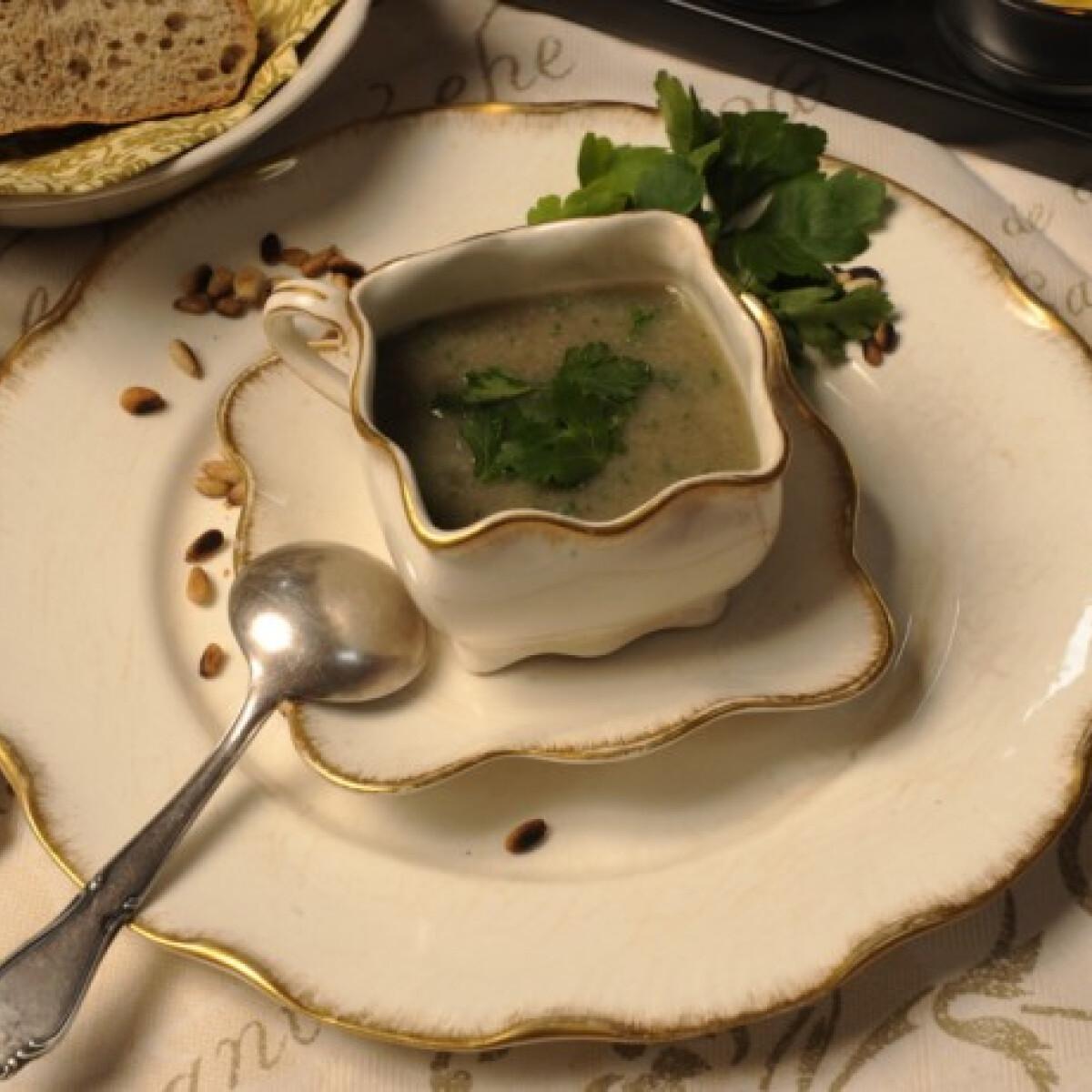 Ezen a képen: Gombakrémleves zellerrel