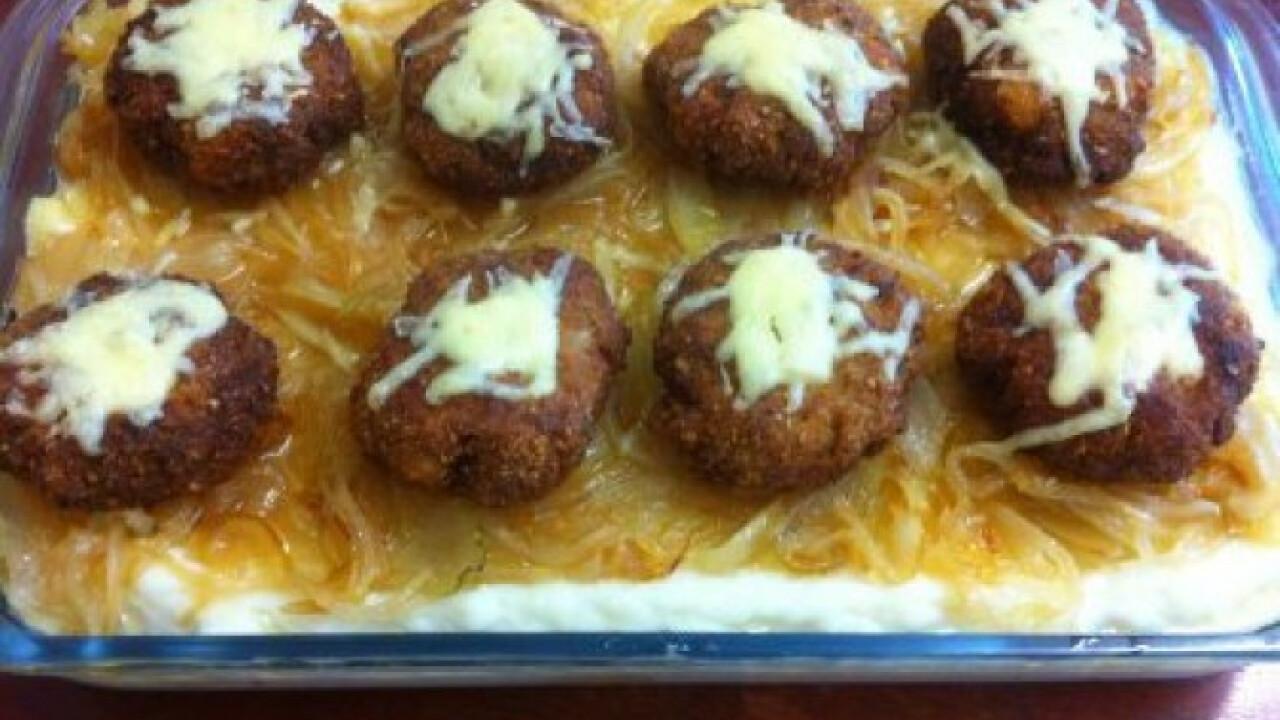 Karamellizált hagyma krumpliágyon fasírttal