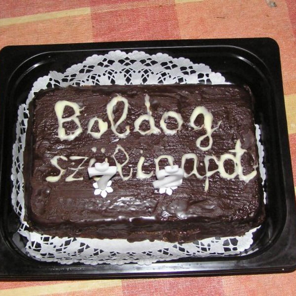 Ezen a képen: Szülinapi csokitorta wwmonesz konyhájából