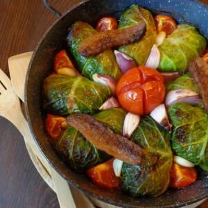 Töltött kelkáposzta zöldségekkel