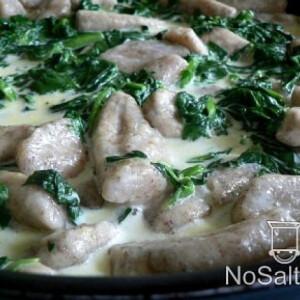 Gnocchi spenótos-tejszínes mártásban