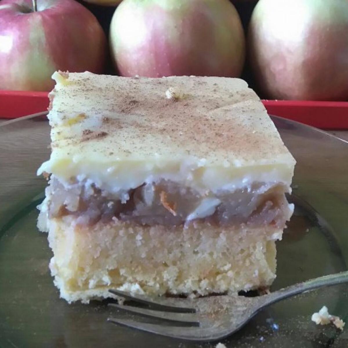 Ezen a képen: Almás-vaníliás piskóta