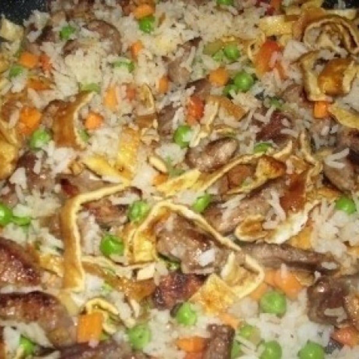 Ezen a képen: Kínai sertéshús tojásos rizzsel