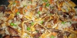 Kínai sertéshús tojásos rizzsel