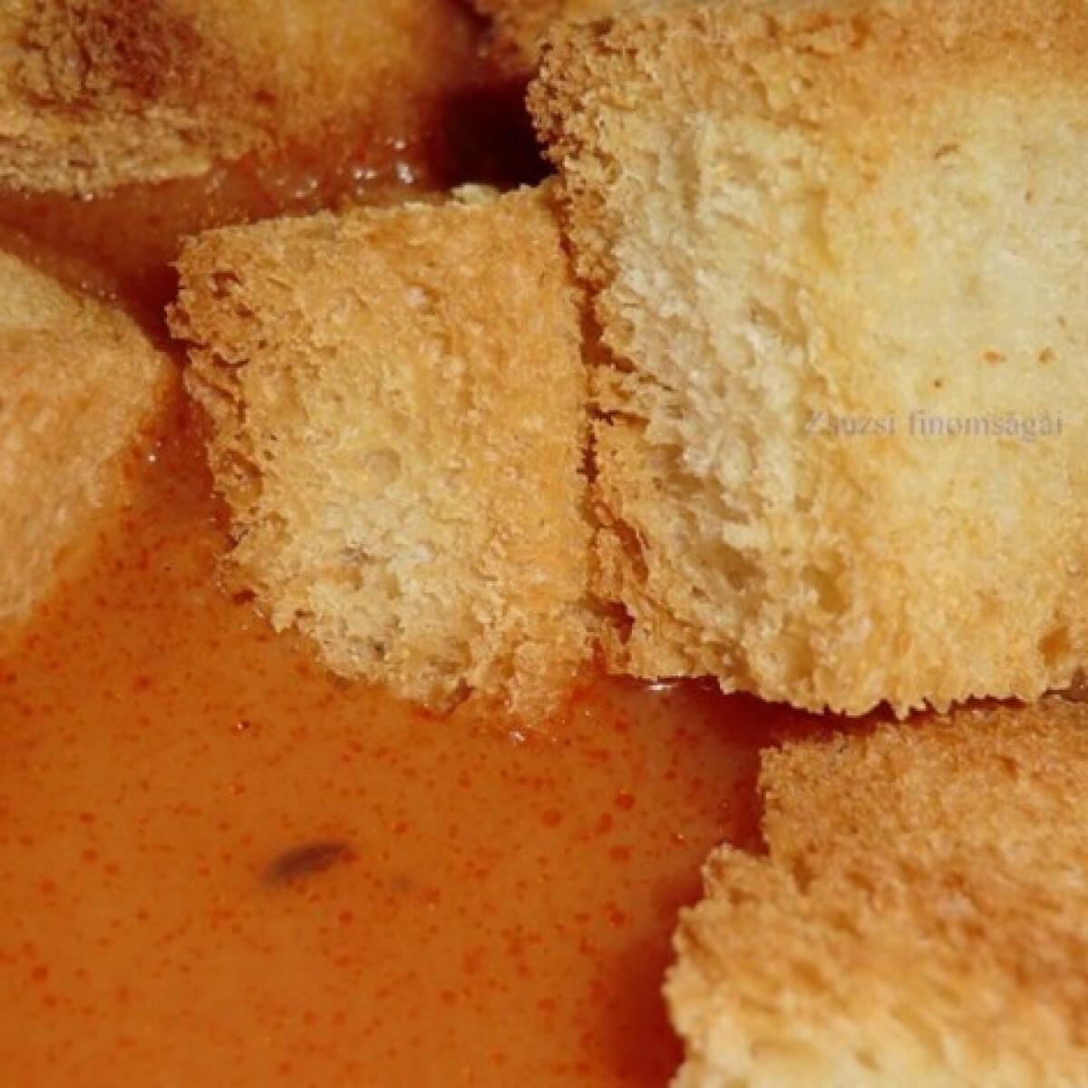 Köménymagos leves krutonnal