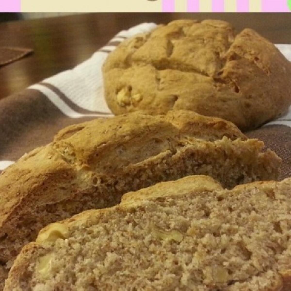 Ezen a képen: Barna kenyér dióval