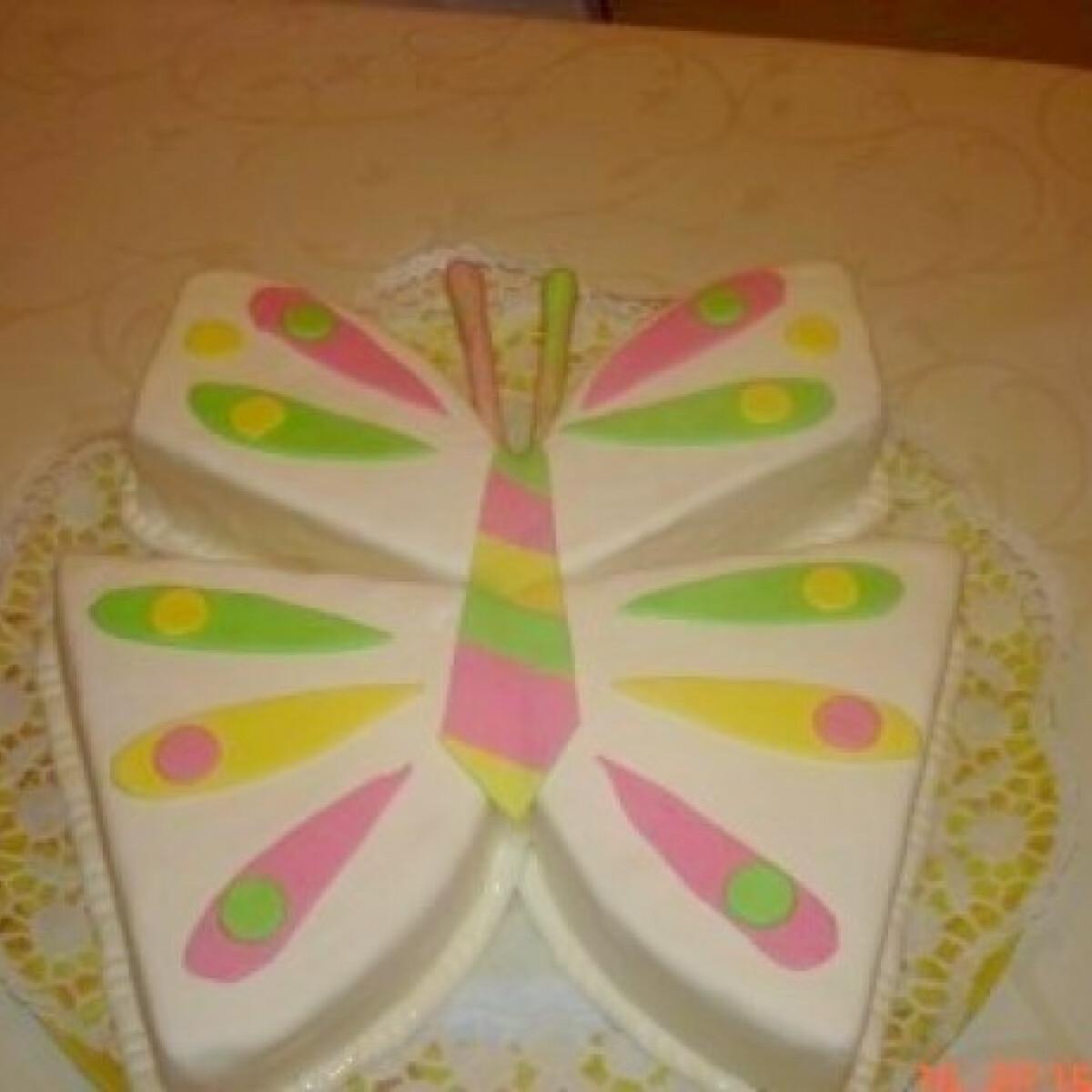 Ezen a képen: Pillangó torta