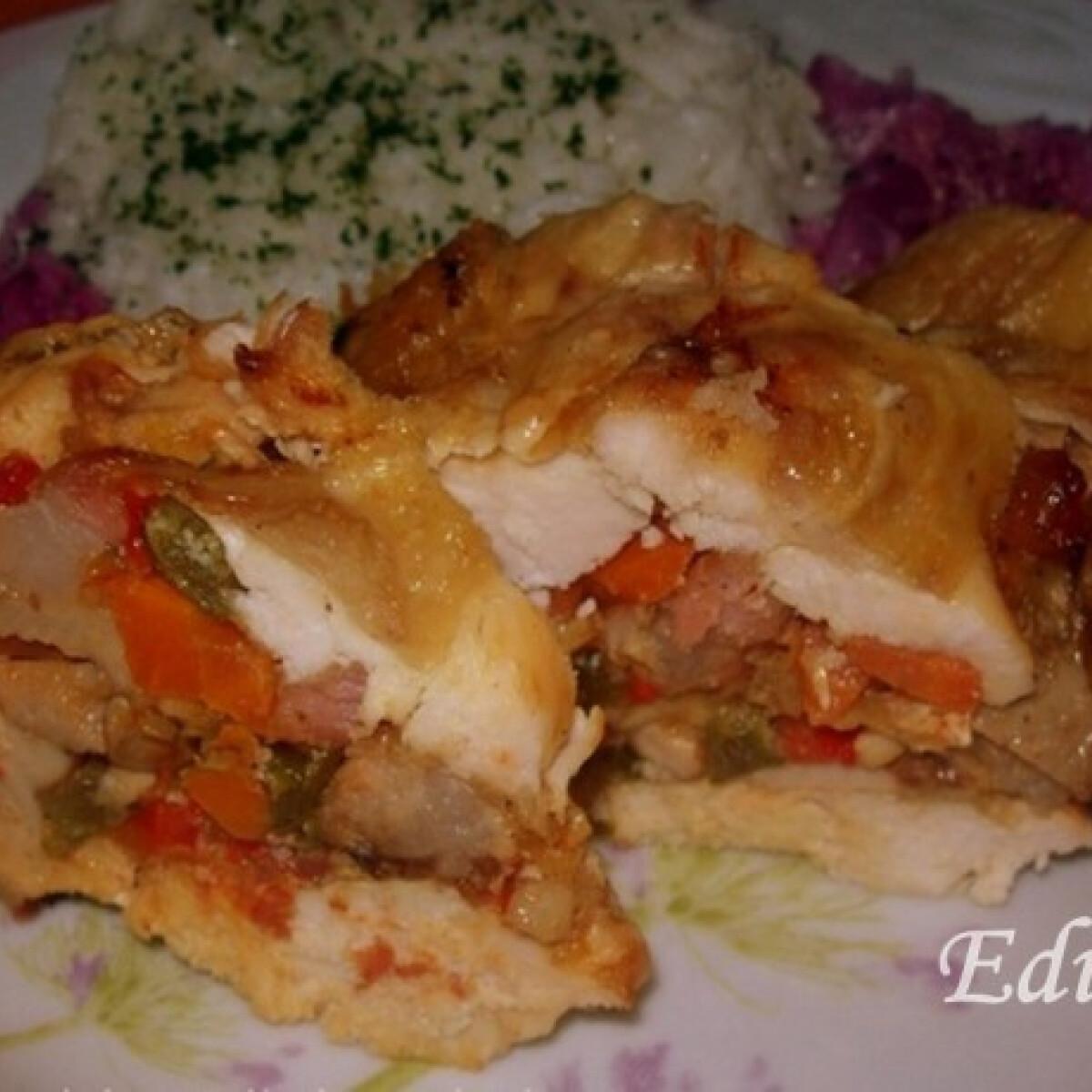 Ezen a képen: Töltött csirke ahogy Edit készíti