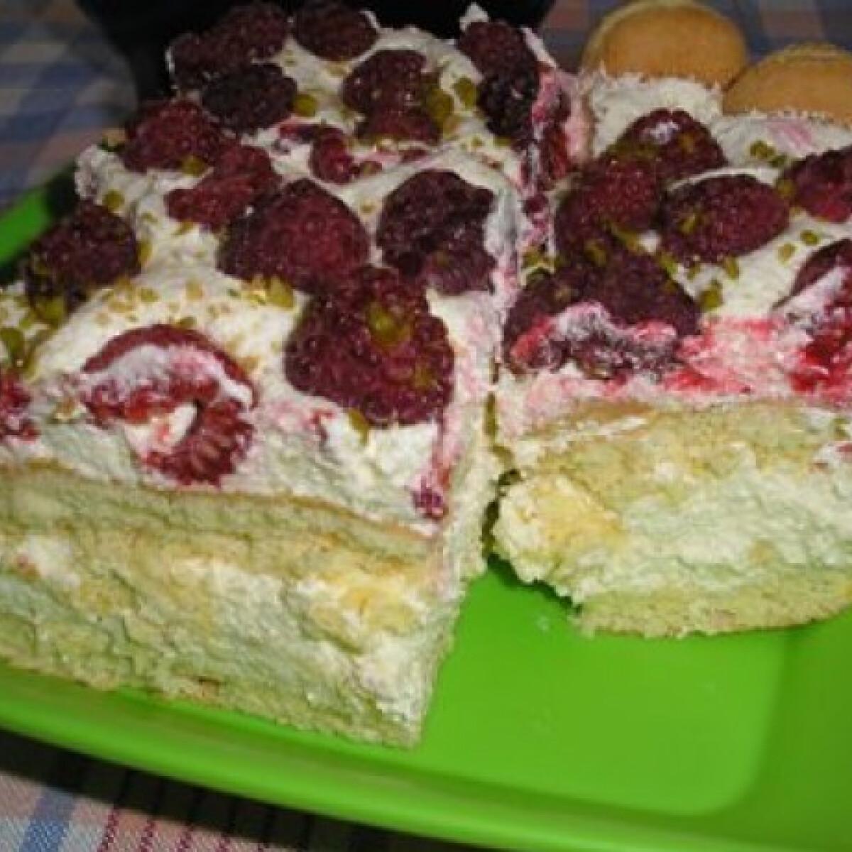 Ezen a képen: Málnás-marcipános süti