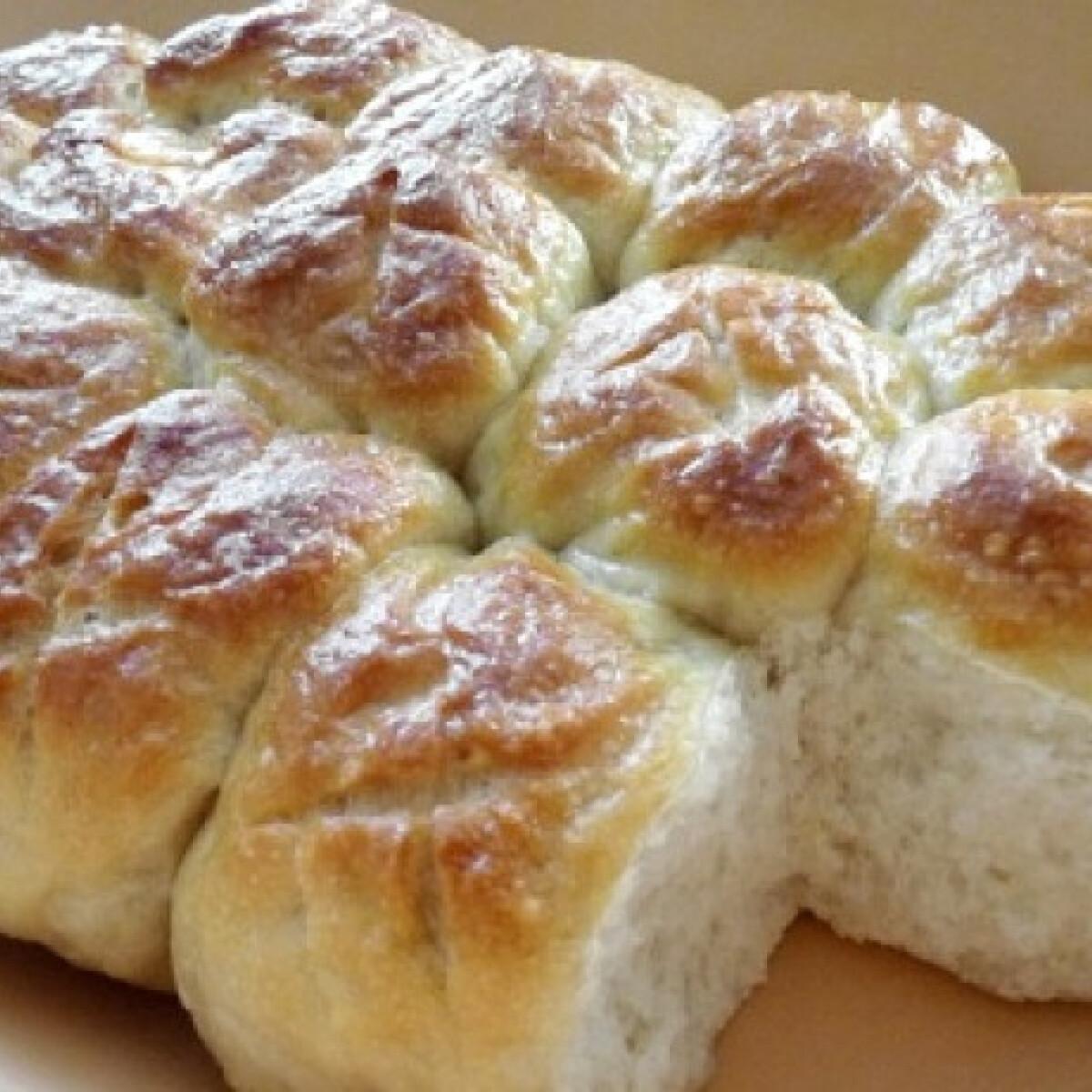 Ezen a képen: Party-kenyér római tálban