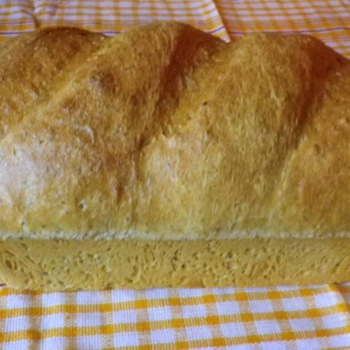 Ezen a képen: Fűszeres kovászos kenyér Évi nénitől
