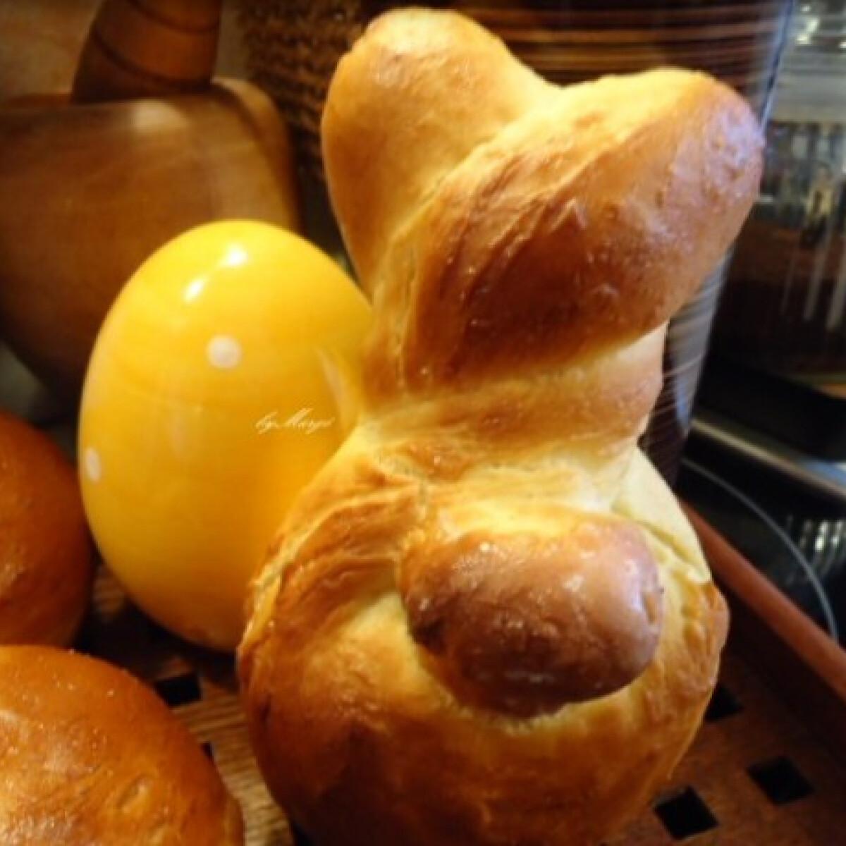 Ezen a képen: Húsvéti nyuszi - foszlós kalácsból