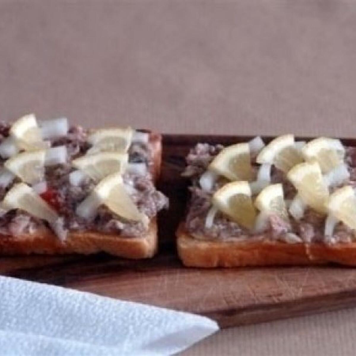 Ezen a képen: Szardellás szendvics