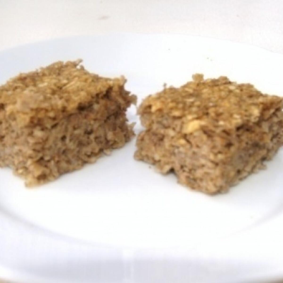 Ezen a képen: Zabpelyhes-almás süti