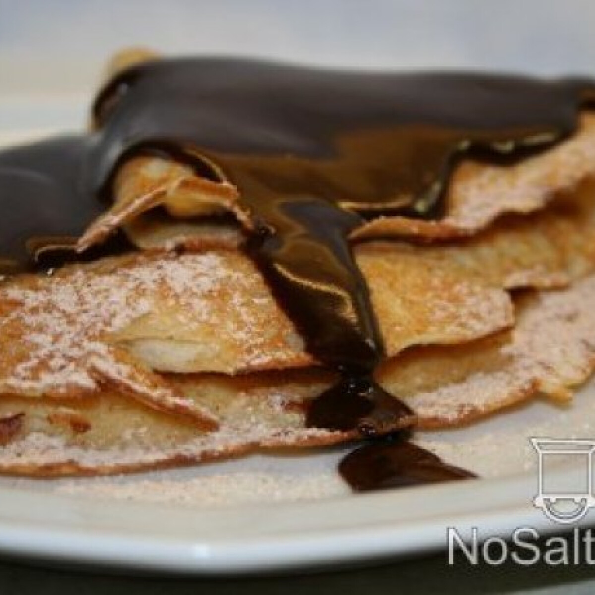 Ezen a képen: Almaszirmos-fahéjas palacsinta csokiöntettel