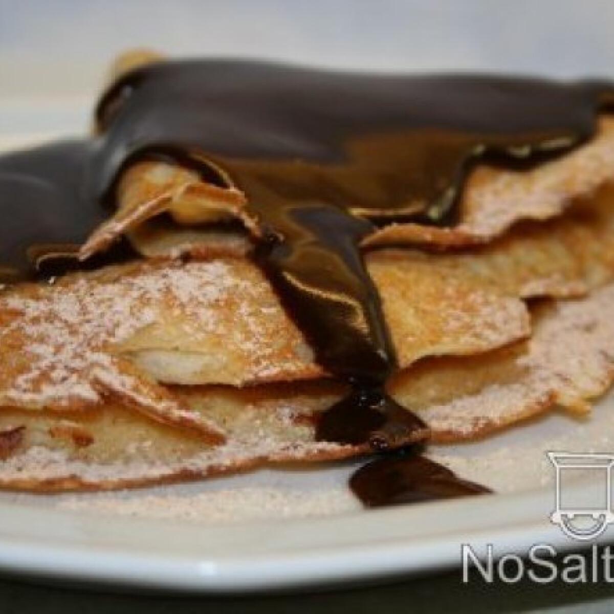 Almaszirmos-fahéjas palacsinta csokiöntettel