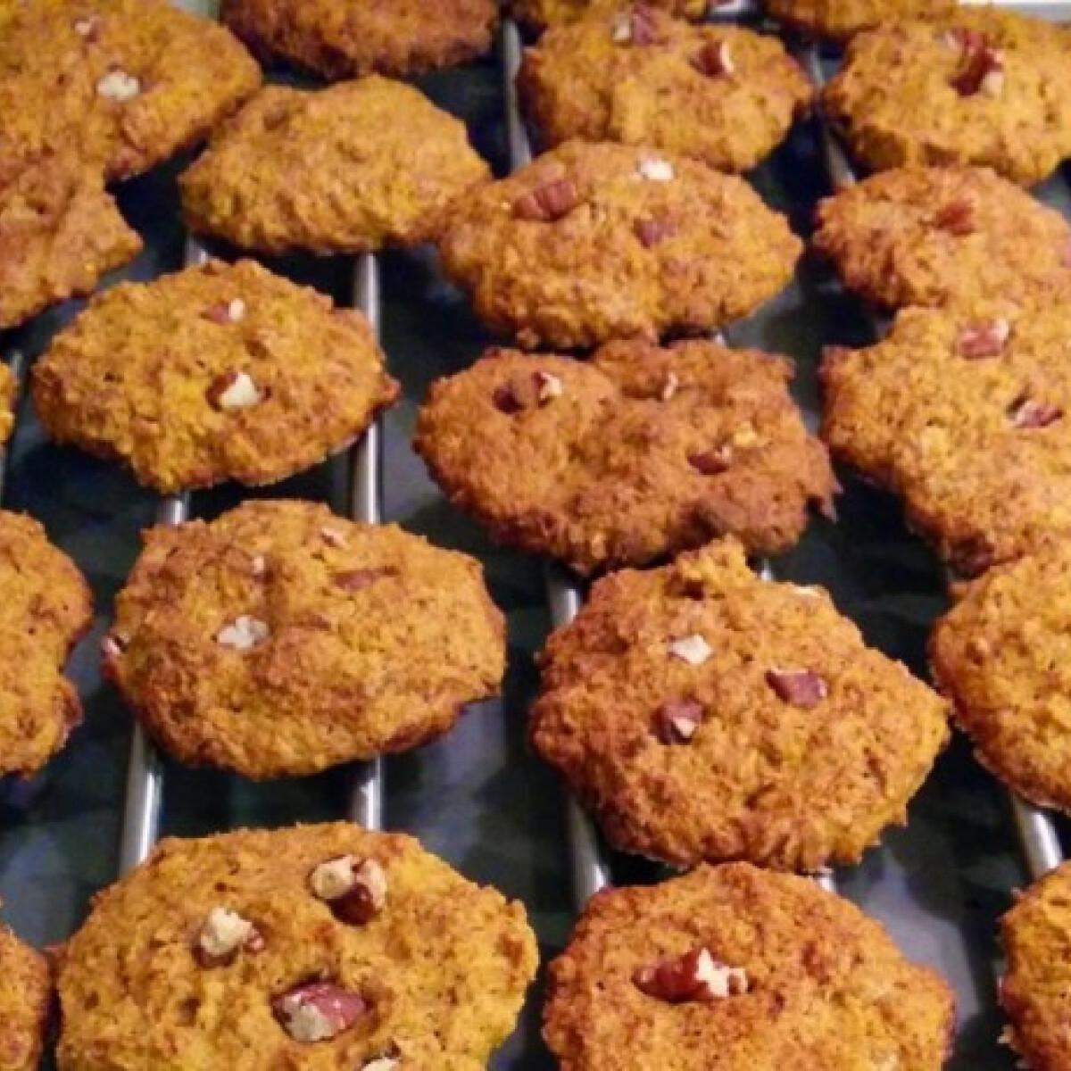 Ezen a képen: Egészséges sütőtökös keksz