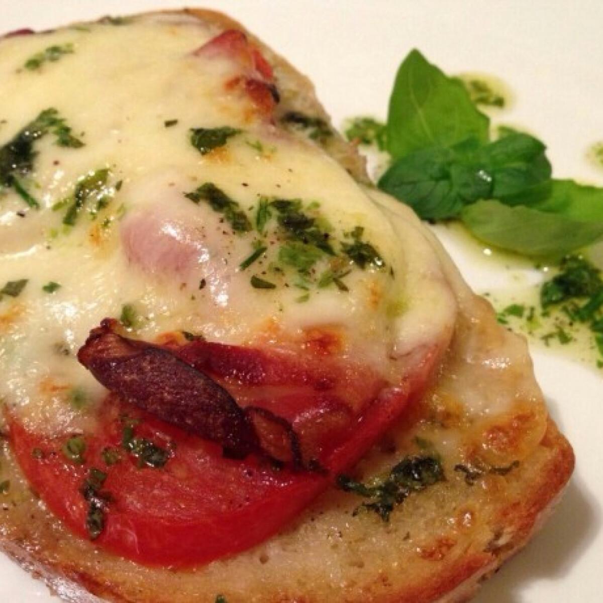 Ezen a képen: Olaszos mozzarellás melegszendvics