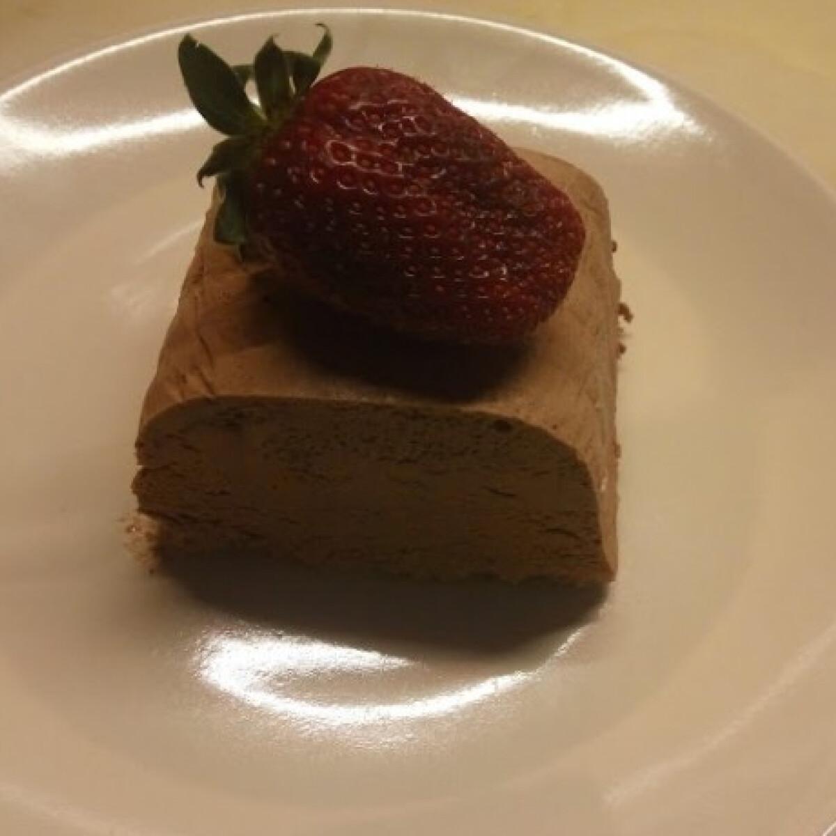 Ezen a képen: Csokoládéparfé Évi néni konyhájából