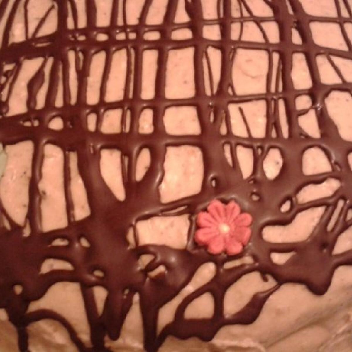 Ezen a képen: Diós-gesztenyés torta étcsokis díszítéssel