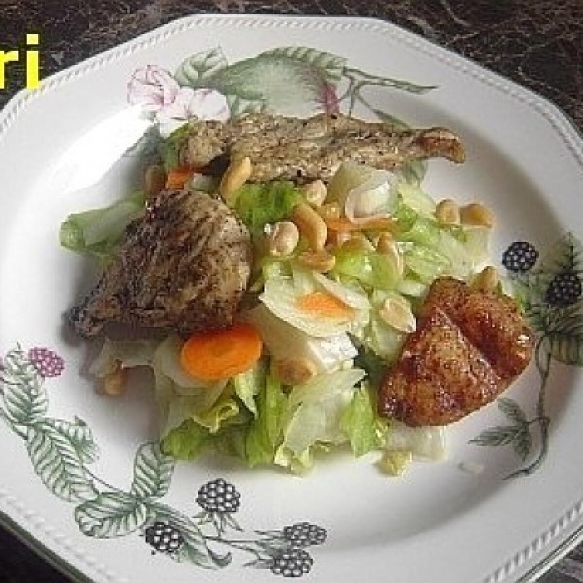 Ezen a képen: Csirkemell saláta