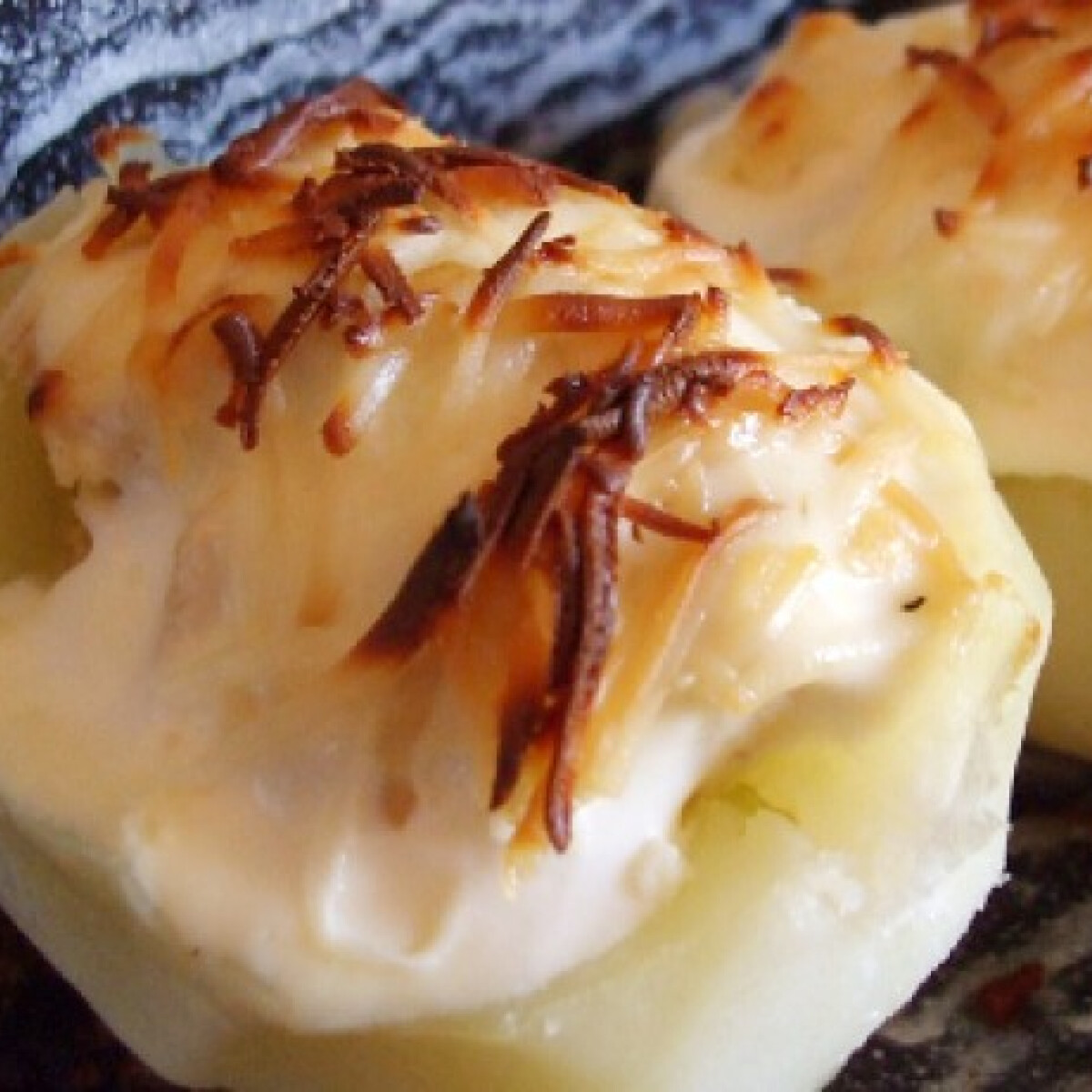 Ezen a képen: Gyros hússal töltött krumpli