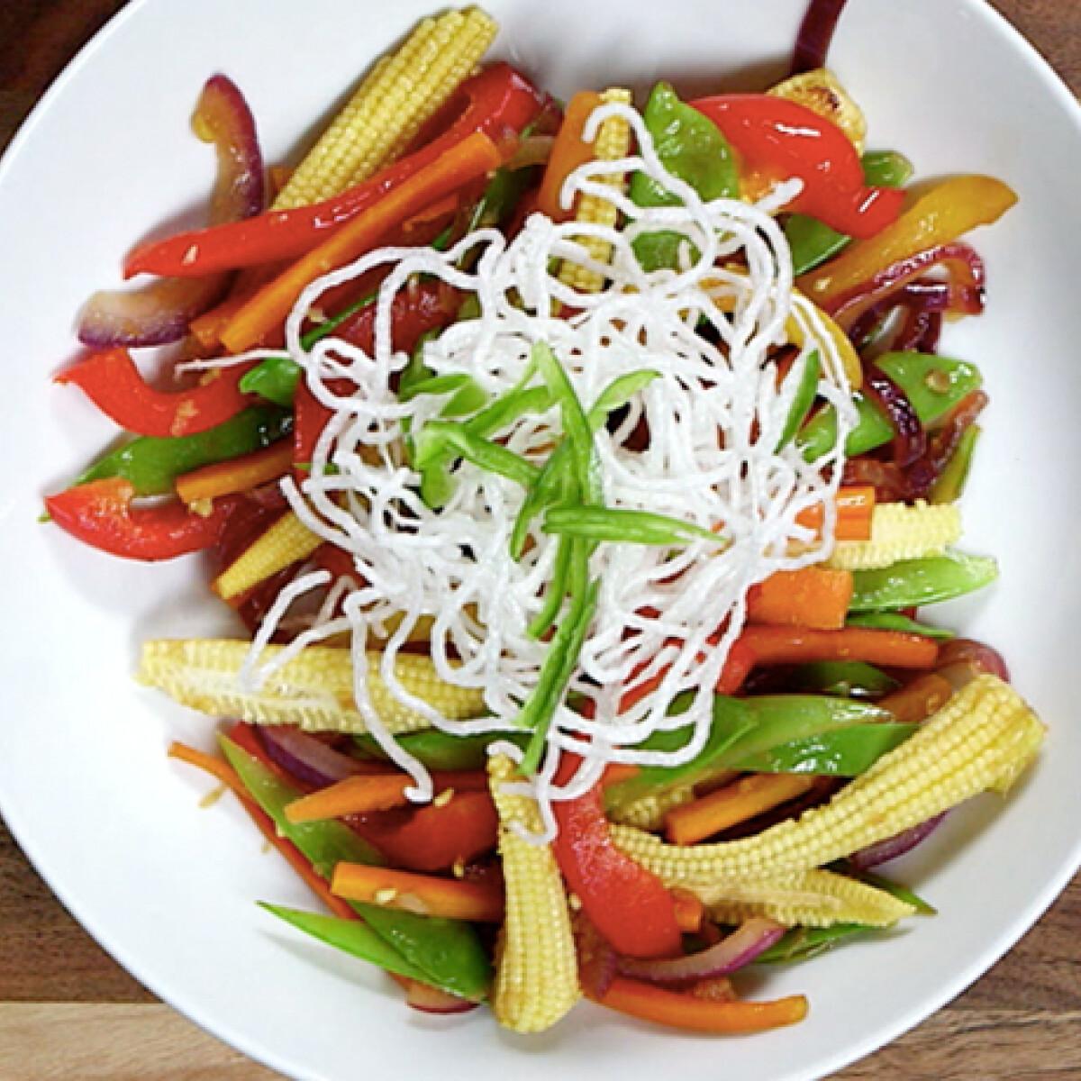 Ezen a képen: Sült zöldségek ropogós tésztával