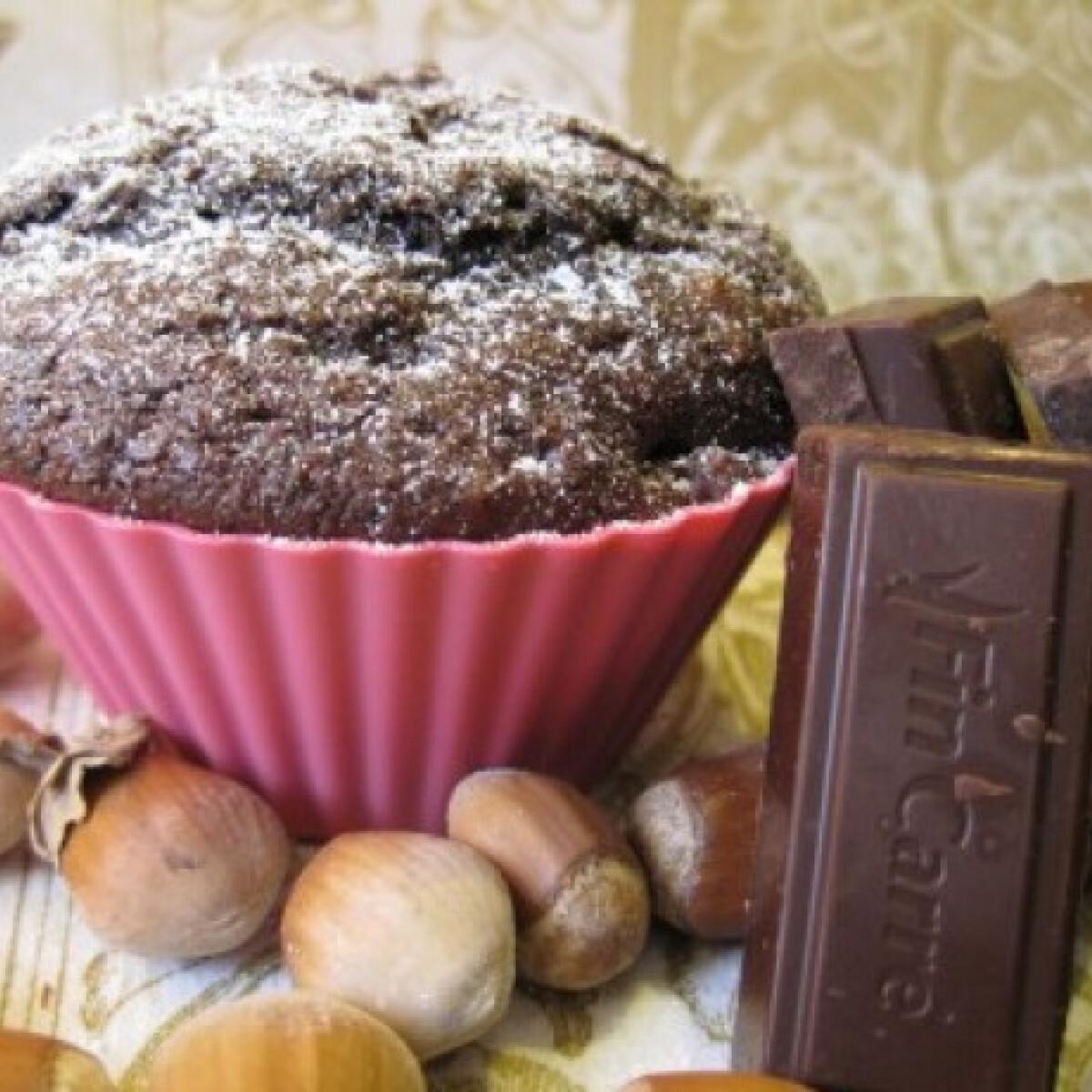 Ezen a képen: Csokoládés-mogyorós muffin Katharosztól
