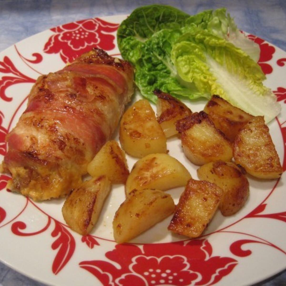 Ezen a képen: Baconos-gombás-sajtos csirkemell rolád