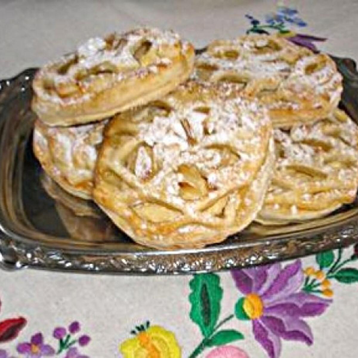 Ezen a képen: Finom túrós-rácsos Zsuzsamama konyhájából