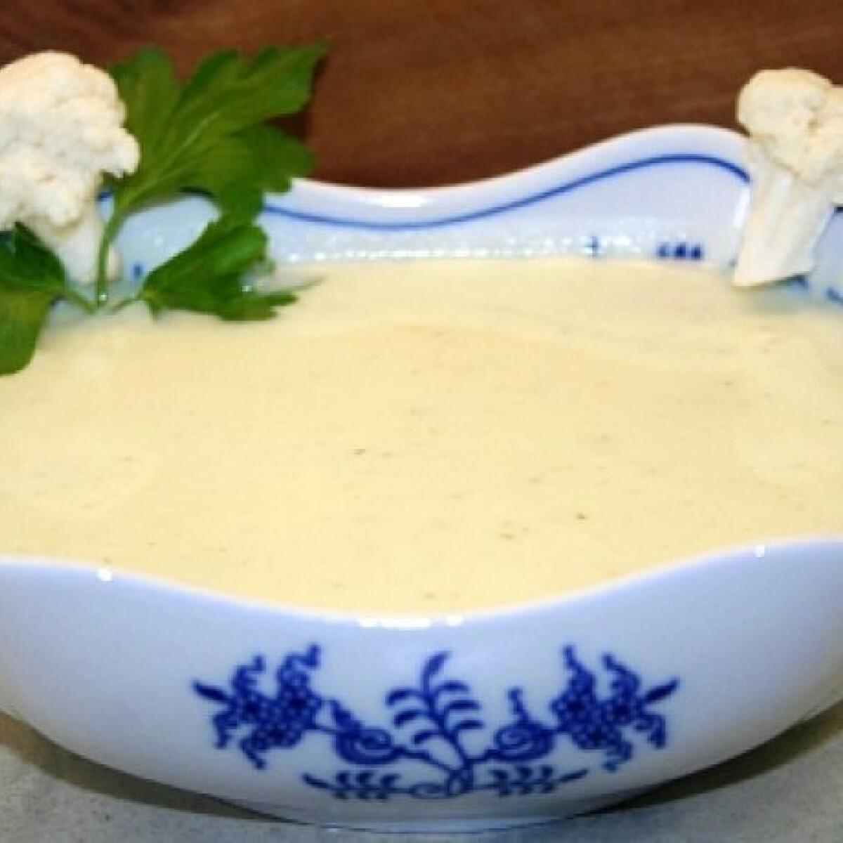 Ezen a képen: Karfiolkrémleves friss sajttal