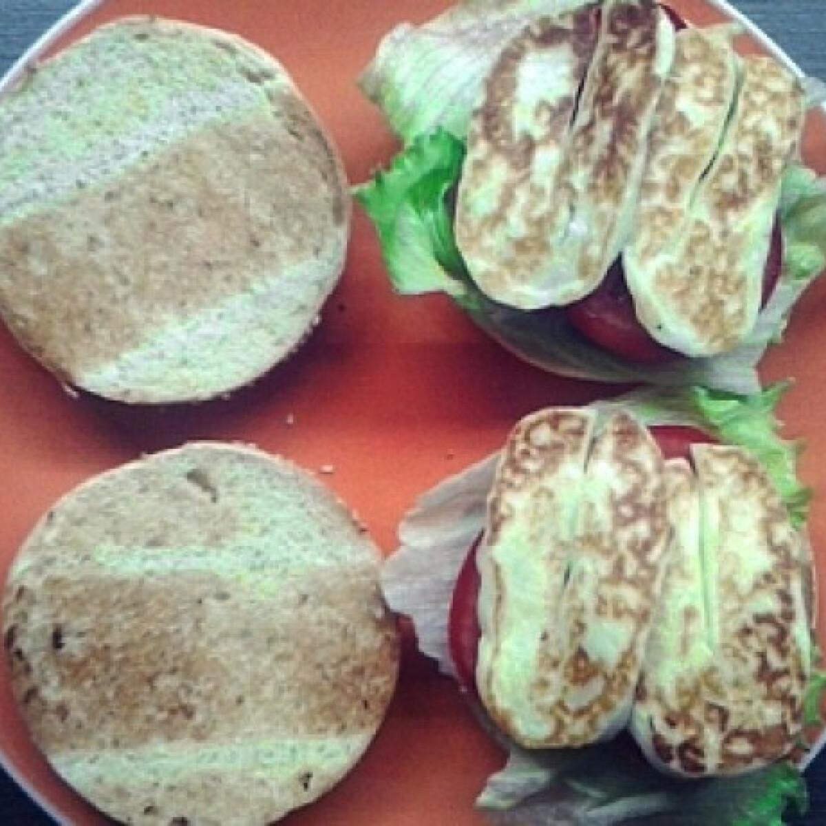Ezen a képen: Vegaburger grillezett sajttal