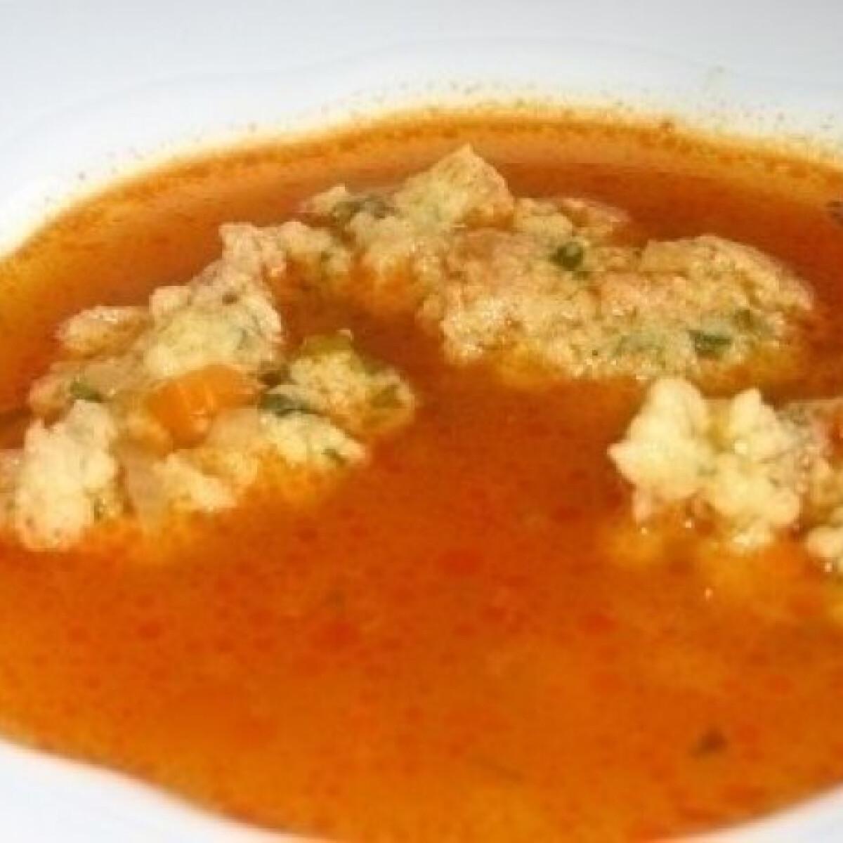 Ezen a képen: Zsömlés gombóc leves