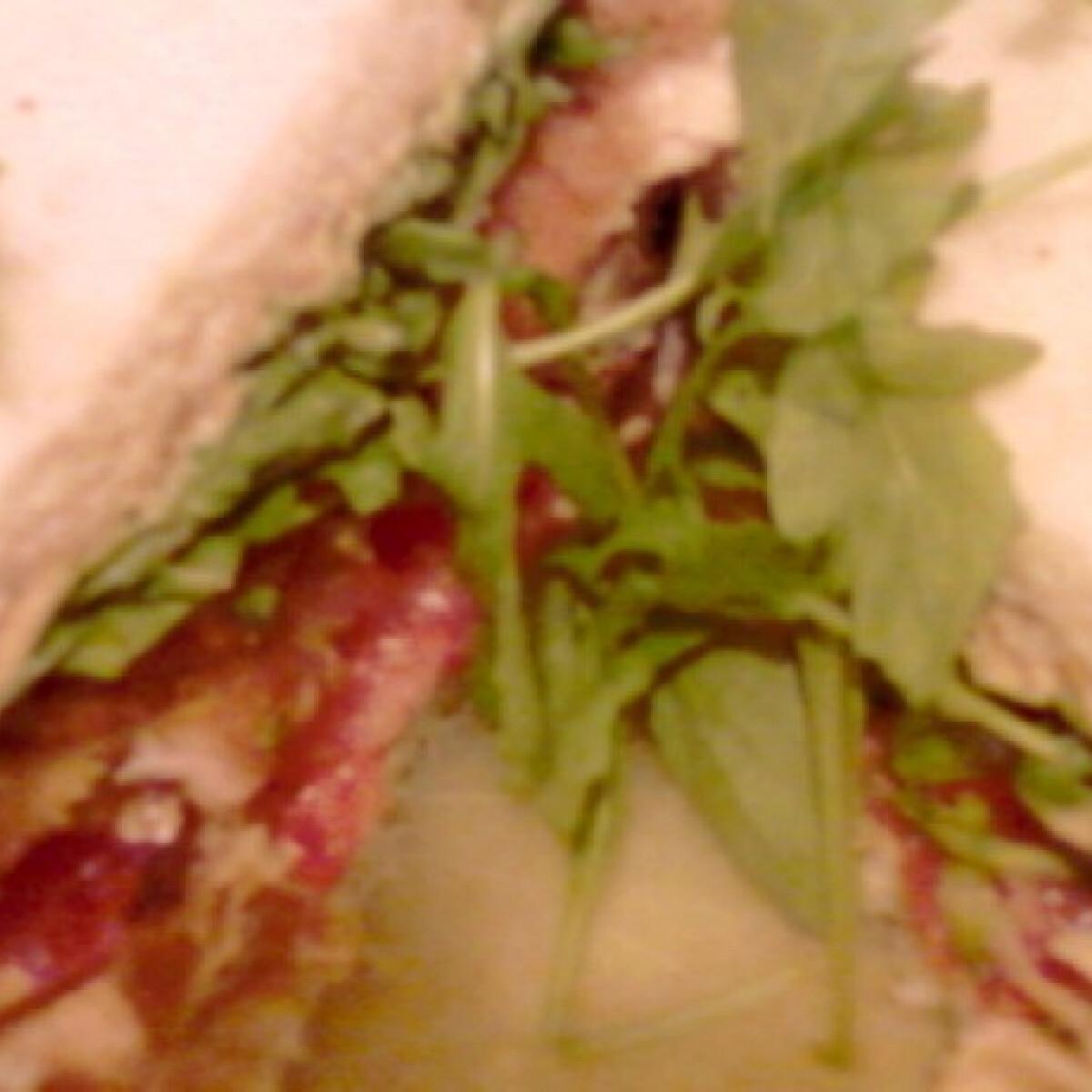 Ezen a képen: Rántott pulykamelles szendvics
