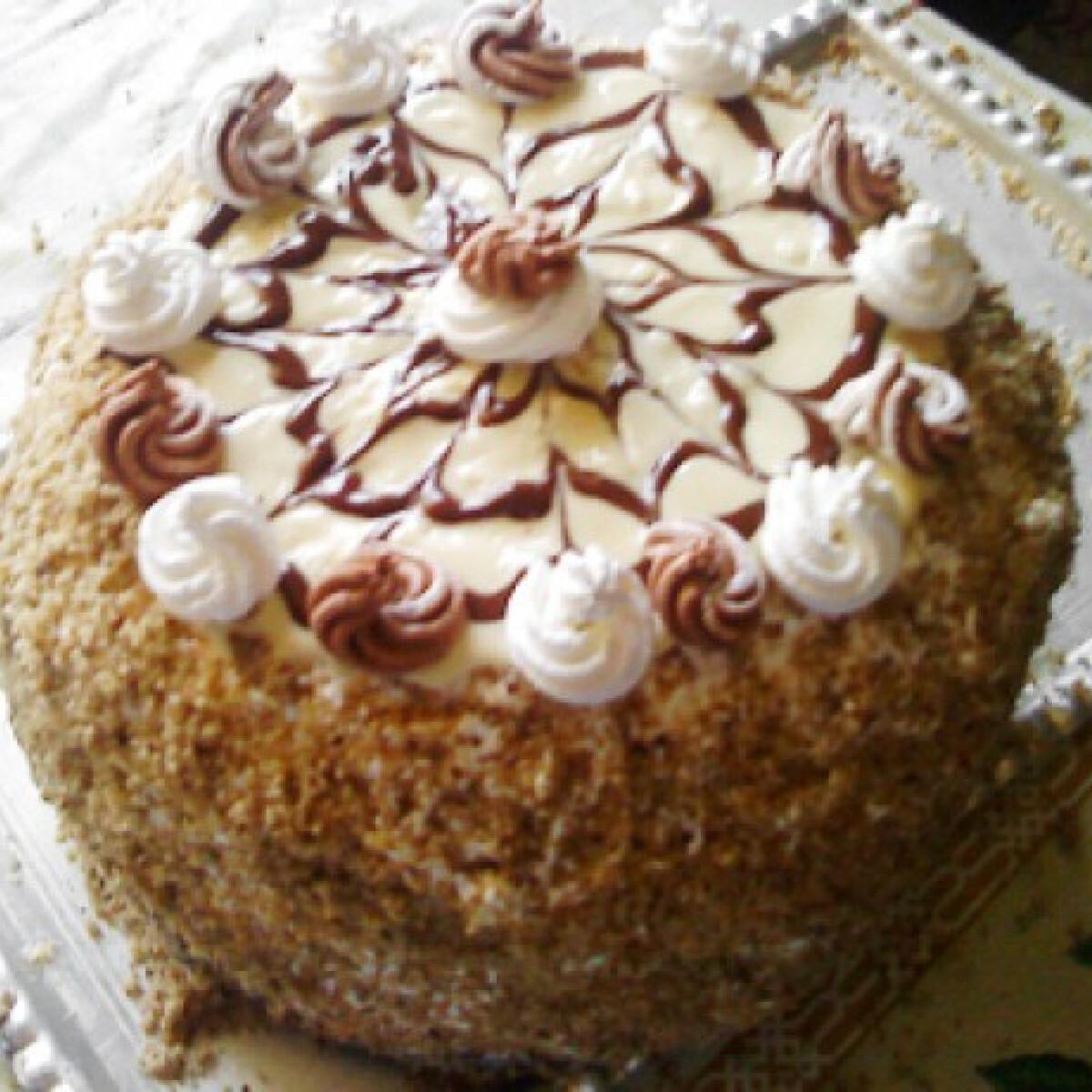 Ezen a képen: Eszterházy torta ahogy Szikra készíti