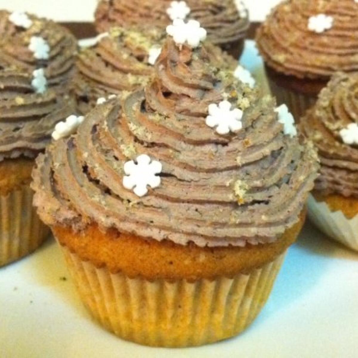 Ezen a képen: Diós-kakaókrémes cupcake