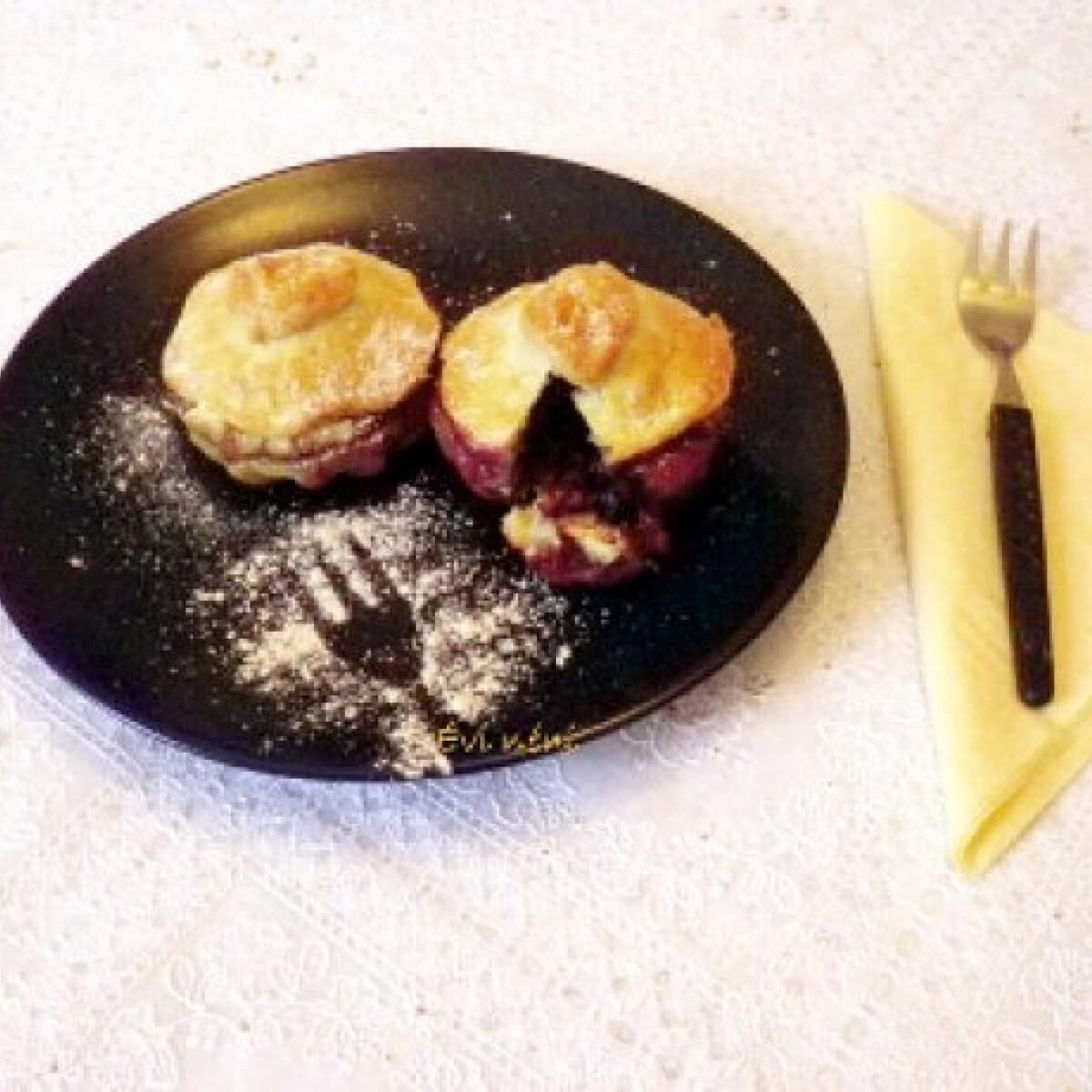 Ezen a képen: Almás-áfonyás pite
