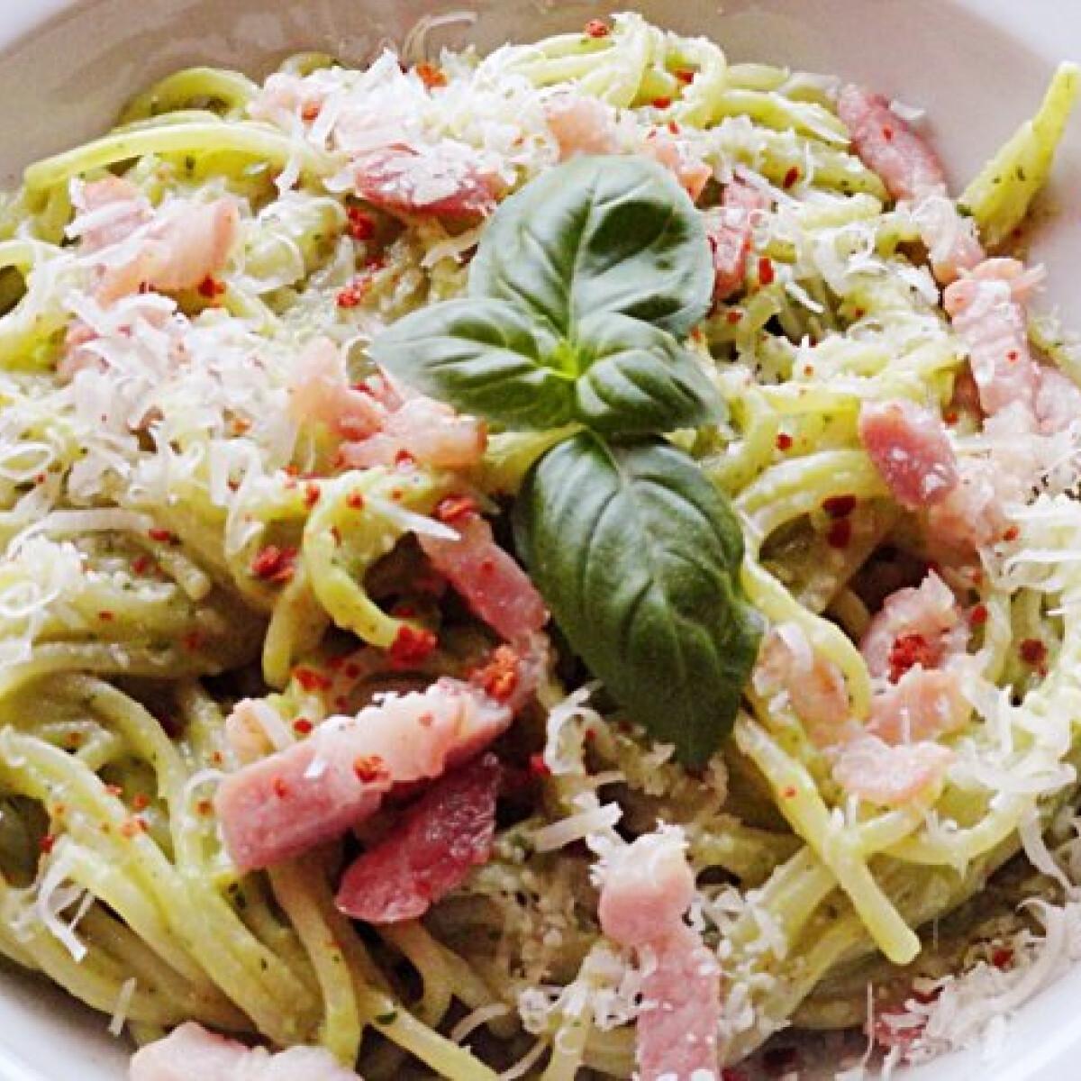 Ezen a képen: Spagetti avokádószósszal