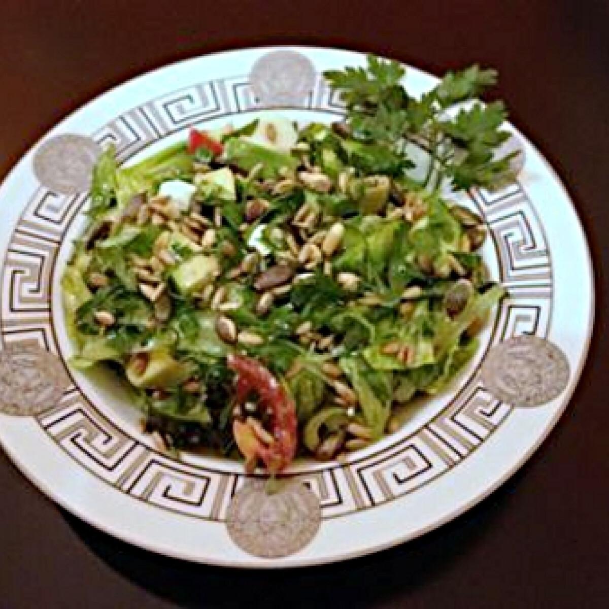 Ezen a képen: Frissítő nyári saláta petrezselyemmel
