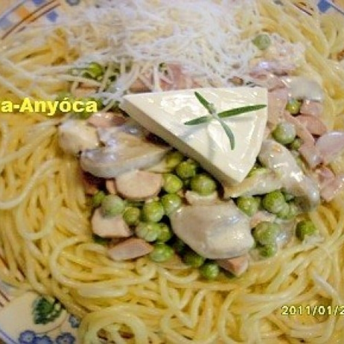 Krémsajtos zöldborsó spagettivel