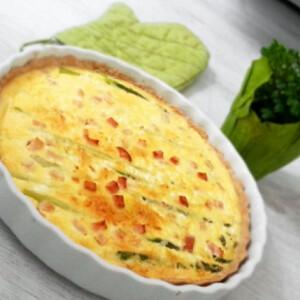 Zöldspárgás pite csirkemell-sonkával