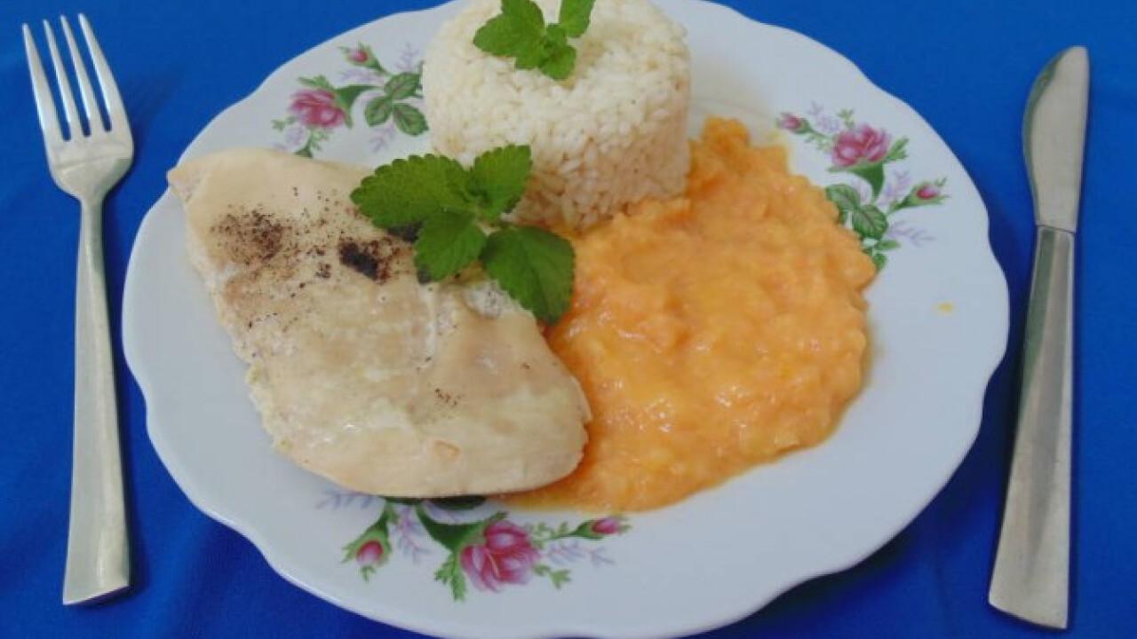 Natúr csirkemell rizzsel és sárgadinnyepürével