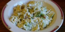 Brokkolis-baconös-sajtos-tejfölös tészta