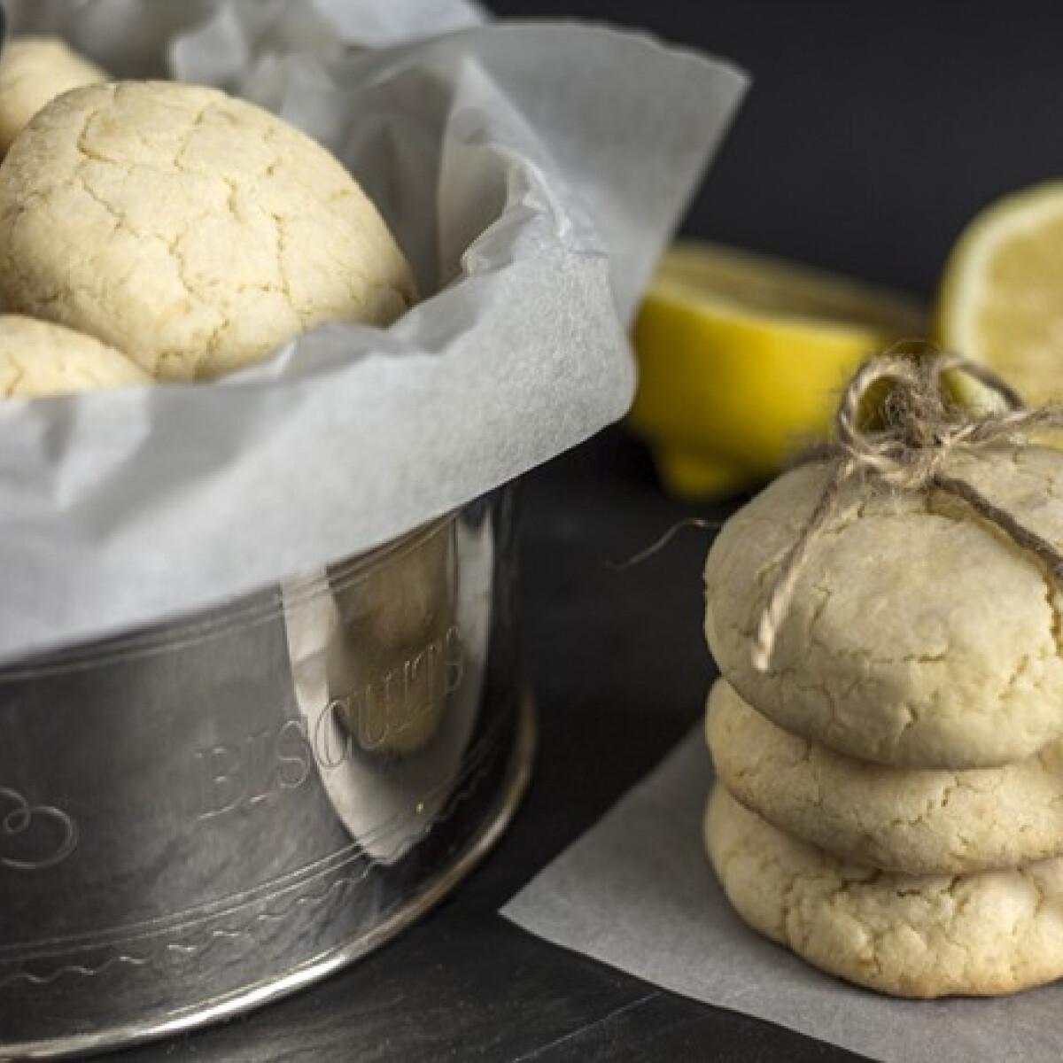 Ezen a képen: Omlós citromos keksz