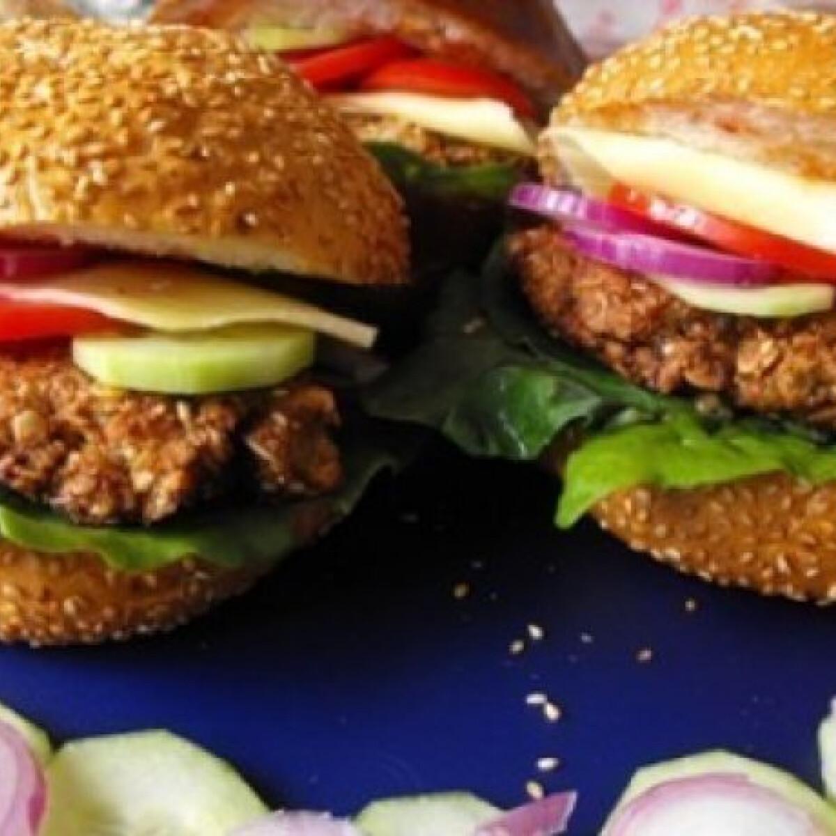 Ezen a képen: Vega hamburger zabfasírttal