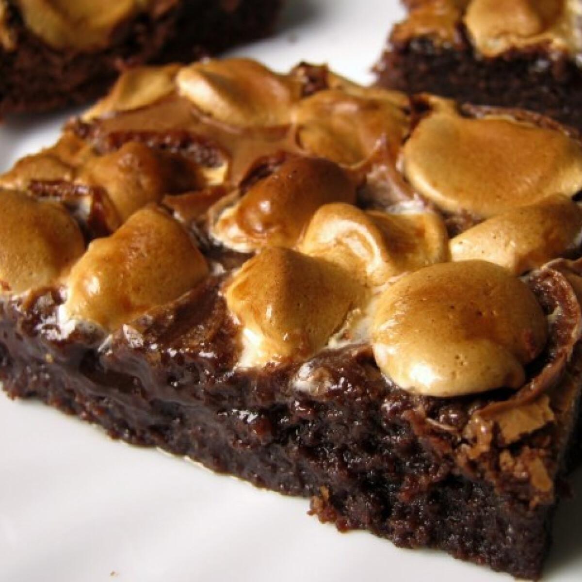 Ezen a képen: Mályvacukros brownie Flóra konyhájából