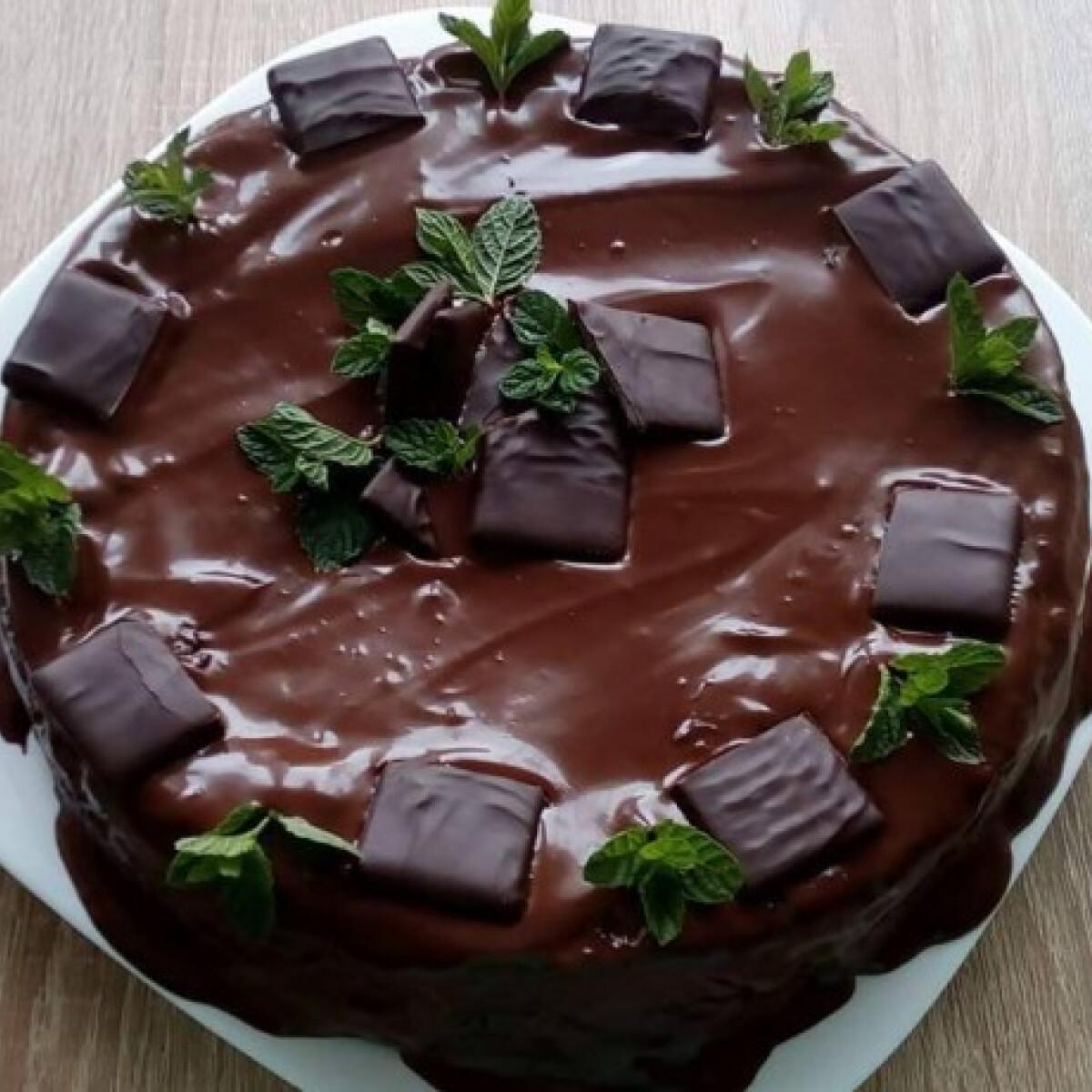 Ezen a képen: Mentás csokitorta