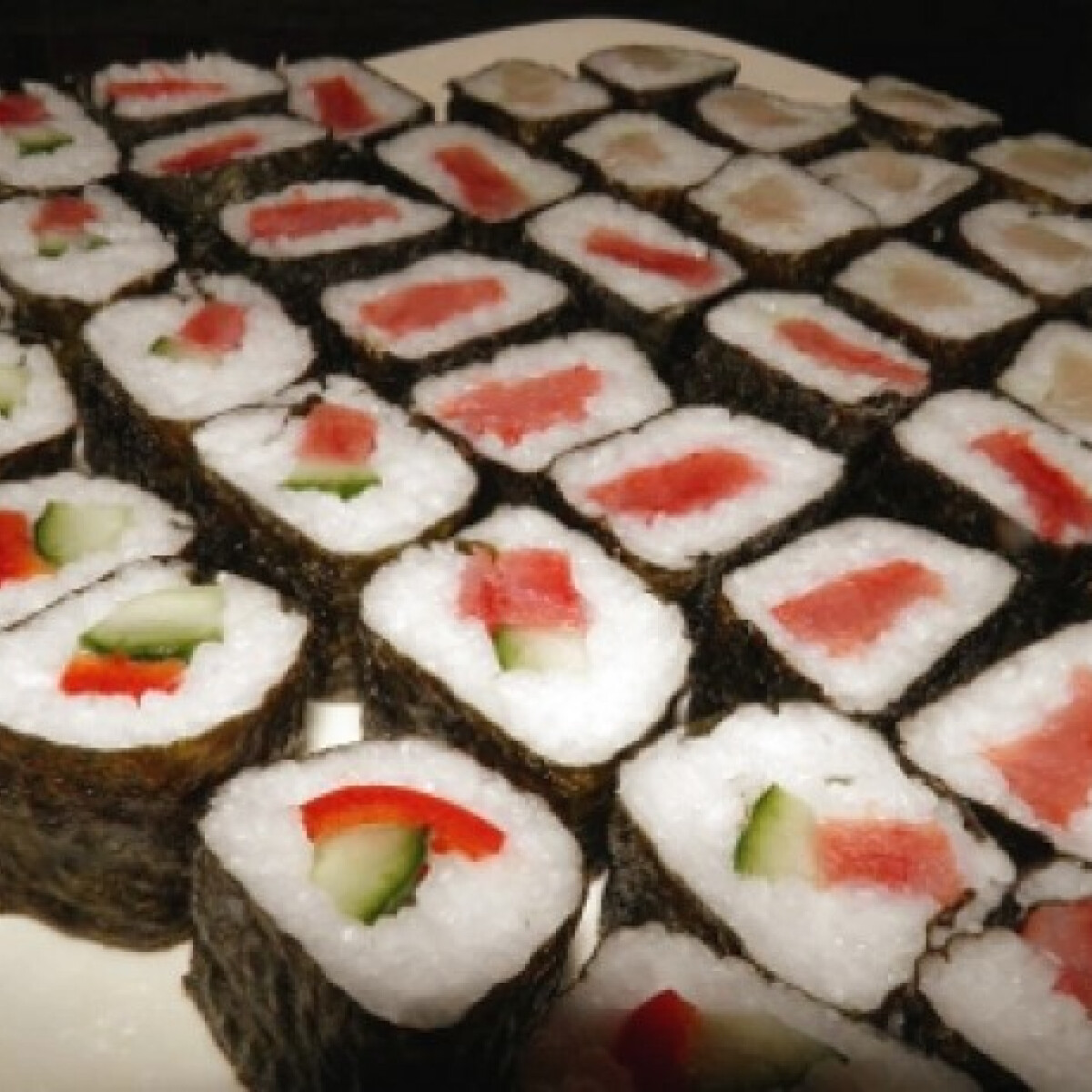 Ezen a képen: Maki sushi