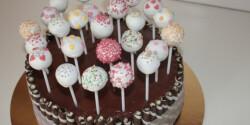 Sütinyalókák sütemény széléből
