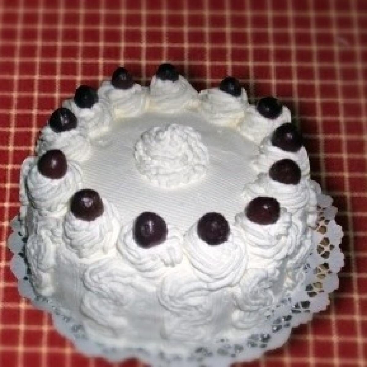 Ezen a képen: Feketeerdő-torta Mari módra